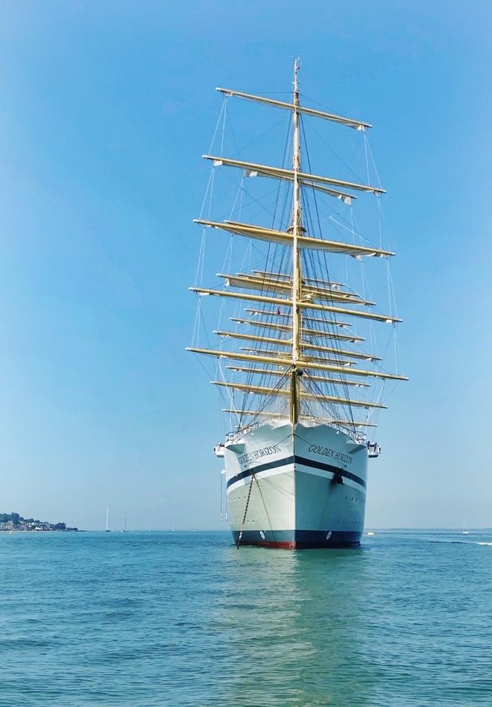Golden Horizon, Tradewind Voyages : the Inaugural Cruise